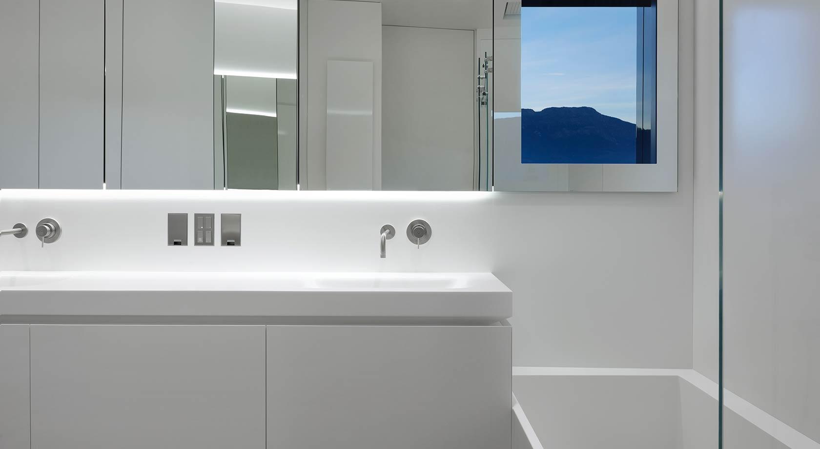 Rivestimento pareti bagno in corian realizzazione su misura in corian
