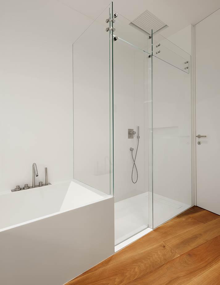 Rivestimento pareti bagno in corian realizzazione su misura in corian - Pareti doccia su misura ...